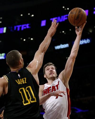 NBA》熱火卓吉奇砍30分 熱火險勝湖人