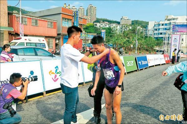 蔡雅安「初馬幸運地」 跑出第1