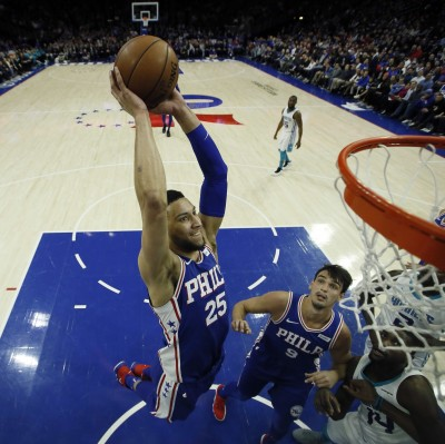 NBA》戰神親臨場邊觀戰 西蒙斯再奪大三元寫歷史(影音)