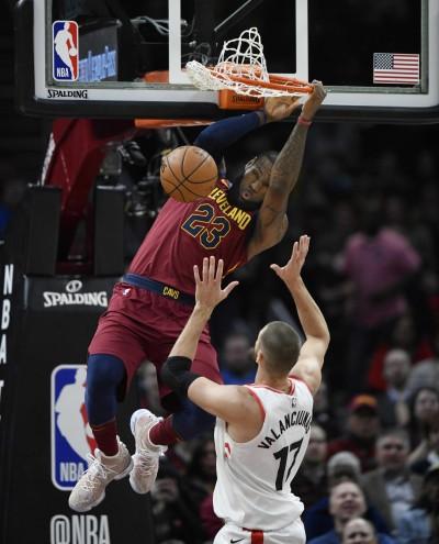 NBA》騎士好久沒有3連勝 「大帝」詹姆斯狂傳球率隊逆轉暴龍