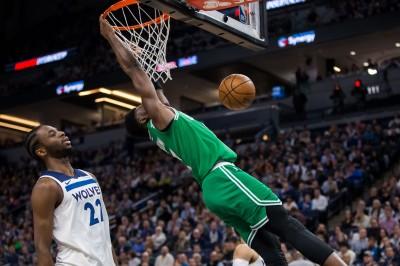 NBA》灌籃後重摔倒地受傷 綠衫軍布朗明有望出賽