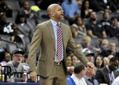 NBA》慘遭黃蜂61分血洗 灰熊教頭向年輕球員喊話