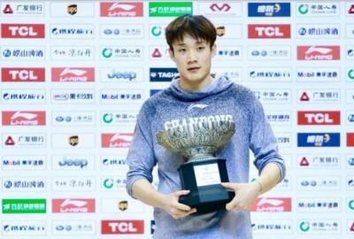 CBA》「淘寶」水果盤當獎盃  中國職籃還有更扯的