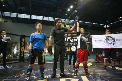 業餘綜合格鬥積分賽 破千名觀眾欣賞鐵籠競技