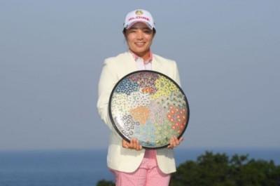 高球》日本女將永峰咲希贏得富士產女子菁英賽冠軍 盧曉晴11名