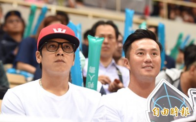 SBL》高國輝進場力挺  期盼悍將進冠軍賽勇士球員也來看