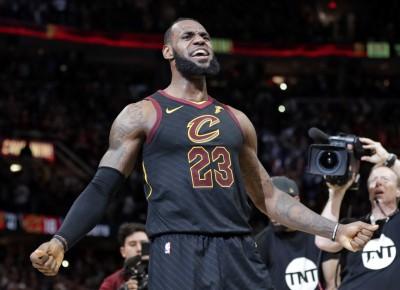 NBA》詹皇就是有英雄命!季後賽壓哨絕殺球超越喬丹(影音)