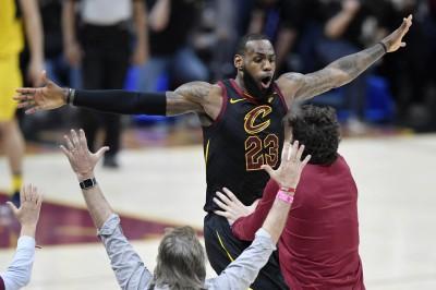NBA》關鍵火鍋加絕殺三分 詹皇飆44分助騎士聽牌(影音)