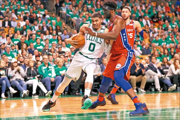 NBA》綠衫軍外線狂轟 恩比德做白工