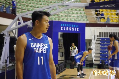 籃球》黃金世代備戰經典籃球賽 歷代「飛人」同框