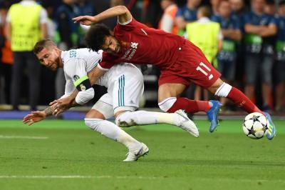 歐冠》踢球還是摔角?皇馬後衛的動作讓教練、球迷都不爽(影音)