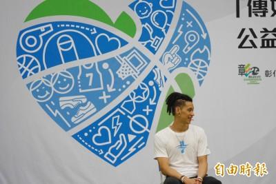 NBA》盛讚台灣籃球旅美小將 林書豪謙稱若同年可能打不贏