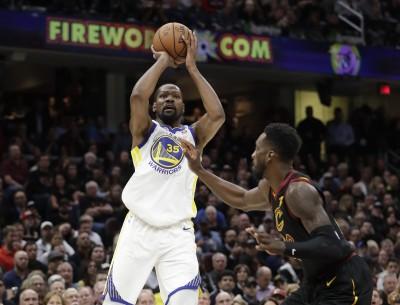 NBA》去年第三戰再現   KD飆關鍵三分球隊友說讚(影音)