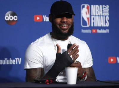 NBA》若有人說詹皇比喬丹偉大? 巴克利嗆:要賞對方巴掌