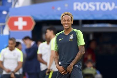 世足賽》巴西凌晨2點首戰瑞士 內馬爾金色「泡麵頭」亮相