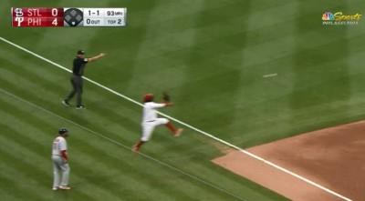 MLB》邊線外的「基特跳」 費城人三壘手超美技守備(影音)