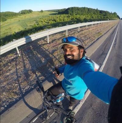 世足賽》狂!為了見偶像梅西  印度球迷騎單車4200公里赴俄