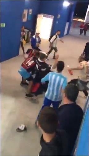 輸球氣噗噗? 克國球迷竟被阿根廷球迷圍毆...
