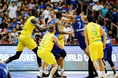籃球》史上最扯!菲律賓、澳洲大亂鬥 兩隊13人驅逐出場(影音)