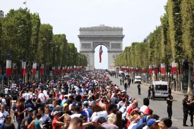 世足賽》法國隊凱旋歸國 2000警力戒備 冠軍遊行將登場