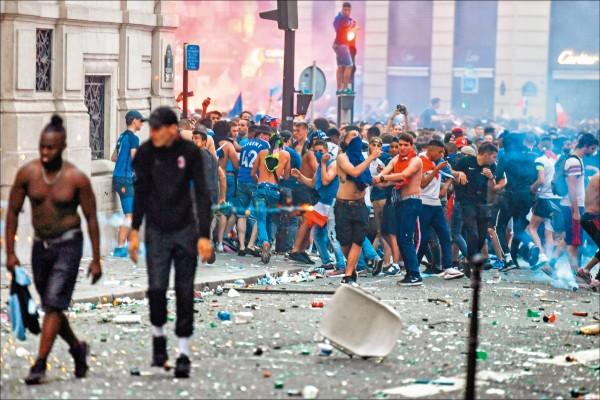 法狂歡引發暴動 造成2死憾事