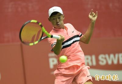 網球》曾俊欣首盤沒打完退賽 「夜市小球王」下週再戰台塑盃未來賽
