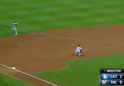 MLB》馬查多的超輕鬆喝水守備 「道奇隊終於見識到了」(影音)