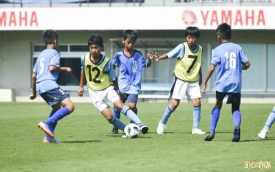 足球》空拍Jubilo足球訓練 看小朋友展現球技(影音)