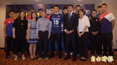 排球》隊友全員到齊觀禮簽約 陳建禎希望更多台將旅日