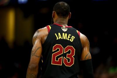 NBA》史上最強球員是誰? 火箭總管:「詹皇」