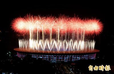 雅加達實況》羽球傳奇王蓮香點燃聖火 亞運正式開幕