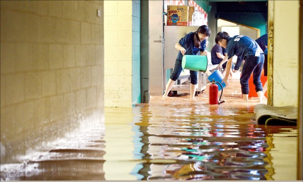 水淹天母球場 「一願打一願挨」
