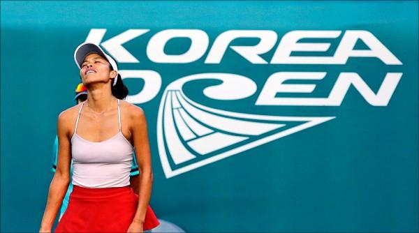 首爾女網賽》小薇單日3連戰 首爾雙打爭冠