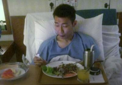 羽球》李宗偉病床滑手機照曝光 「等著我、我很快回來」