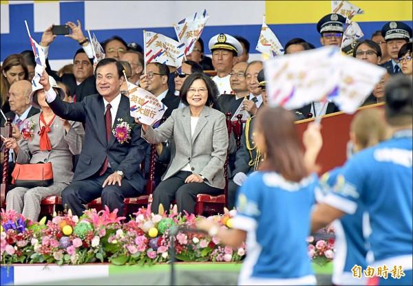 亞運英雄國慶遊行 周天成有期許