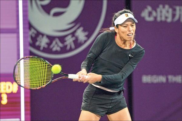 天津女網賽》逼對手傷退 小薇今爭決賽門票