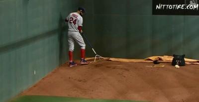 MLB》9億男普萊斯一人整理牛棚 網酸:找到他的用途了