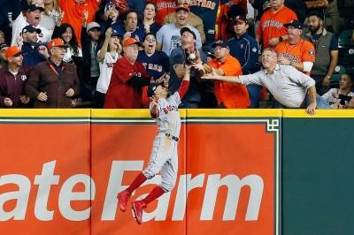 MLB》全壘打變「球迷干擾」?  韋蘭德超模辣妻火大