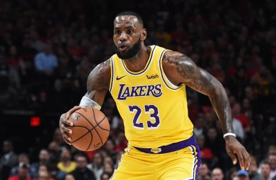 NBA》詹姆斯首秀轟26分 不敵拓荒者「雙槍」狙擊