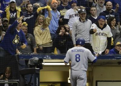 MLB》「鬼腳」馬查多成密爾瓦基公敵 首打席被噓爆、慘被K(影音)