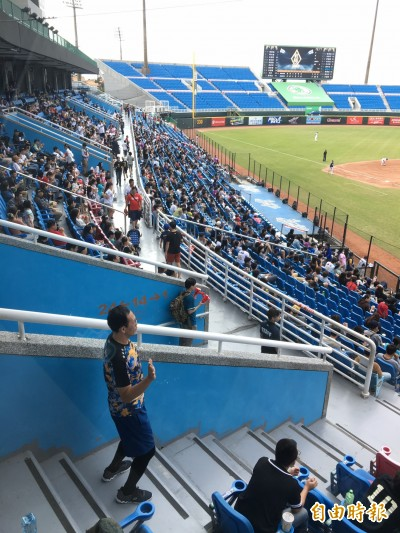 中職》「8局還在印票」 桃猿第2場備戰賽吸引近3千人買票進場