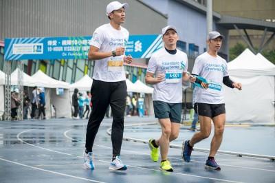 路跑》風雨無阻 台灣欄神陳奎儒投身公益活動