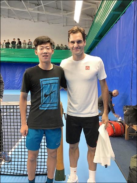 網球》老少球王同日生 曾俊欣過招費爸超享受