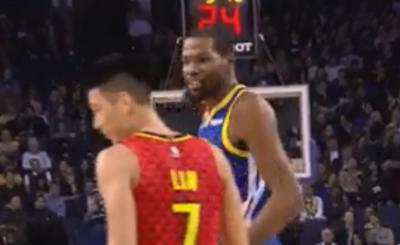 NBA》林書豪禁區買犯成功  這一摔讓KD都笑了(影音)
