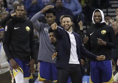 NBA》沒有柯瑞差好多   勇士主帥:他就是更衣室「石佛」