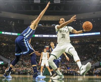 NBA》壞消息!公鹿韓森韌帶撕裂須動刀治療