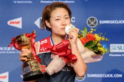 羽球》世界冠軍對決 奧原希望直落二依瑟儂封后