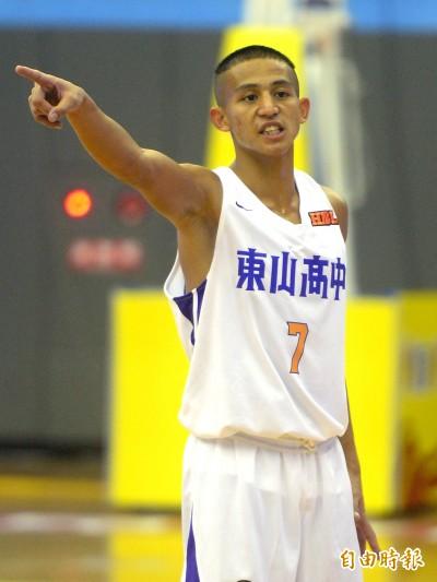 HBL》東山劉承彥被學長逼穿「王牌7」 首戰8抄截率隊大勝