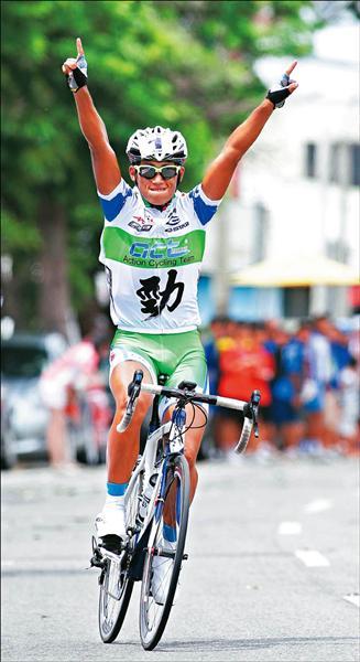台中浩捍車隊馮俊凱昨以1小時5分11秒57成績,拿下本屆捷安特盃菁英男子組公路繞圈賽冠軍。(大會提供)