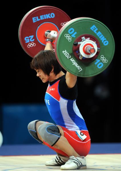 舉重許淑淨以總和219公斤順利奪下銀牌,是台灣隊在本屆奧運賽中首面獎牌。(記者林正堃攝)